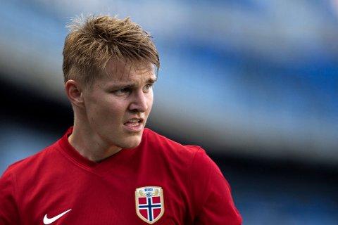 FÅR KRITIKK: Martin Ødegaard sammenlignes med Mesut Özil av tidligere Arsenal-spiller.