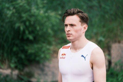 KLAR FOR OL: Gullhåpet Karsten Warholm mener det er umulig å helgardere seg mot utvikling på skofronten i friidrett.