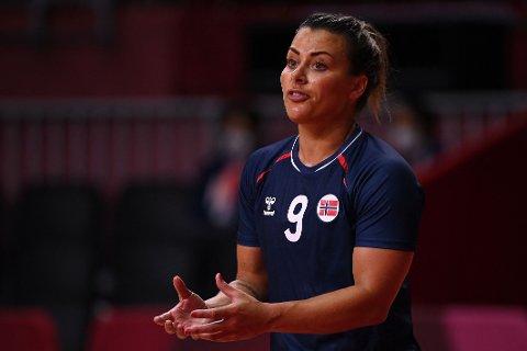 FIKK KJEFT: Nora Mørk og de andre håndballjentene fikk en skyllebøtte av trener Thorir Hergeirsson mot Angola.