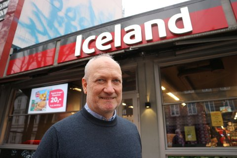 SKAL EKSPANDERE: Til tross for at Iceland stenger en butikk, har de planer om å åpne mange flere. Her er administrerende direktør i Iceland Norge, Geir Olav Opheim, foran Iceland på St.Hanshaugen.