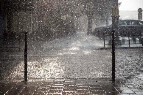 STYRTREGN: I helgen kan det bli enorme nedbørmengder, og Meteorlogisk Institutt har sendt ut farevarsel på Vestlandet.