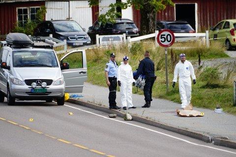 To polititjenestepersoner har status som mistenkt etter at en mann ble drept av politiet i Sarpsborg lørdag. Foto: Beate Oma Dahle / NTB
