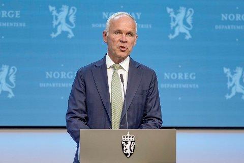 Finansminister Jan Tore Sanner på pressekonferanse om forslag til omlegging av petroleumsskatten tirsdag ettermiddag.