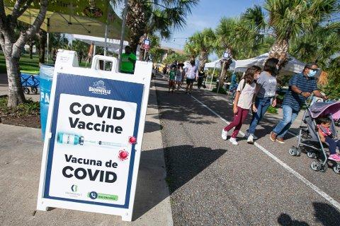 Vaksineskepsisen er noe lavere i USA, men fortsatt sier én av fem nei til covid-19-vaksine. Illustrasjonsfoto: Denise Cathey / The Brownsville Herald / AP / NTB
