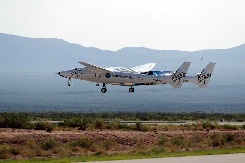 Virgin Galactic-fartøyet tar av med Richard Branson om bord i juli. Foto: Andres Leighton / AP / NTB