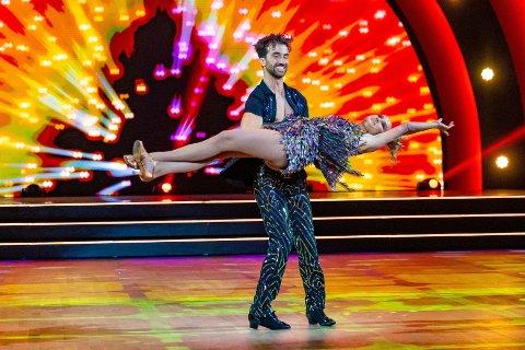 Anniken Jørgensens dansepartner Santino Mirenna tok et realt grep og leverte et frisk løft i deres hete salsa.