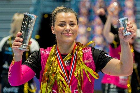 Nora Mørk var tilbake på banen for Vipers søndag. Her er hun fra da laget vant NM-gull i mai. Foto: Carina Johansen / NTB