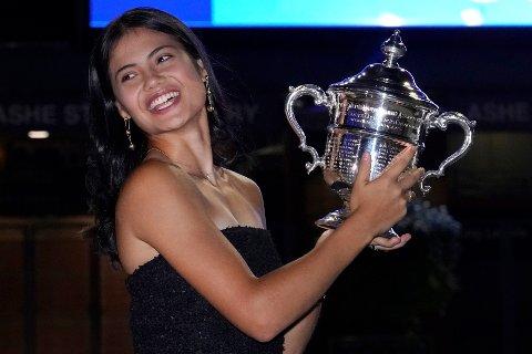 Emma Raducanu vant US Open som 18-åring og klatrer heftig på WTA-rankingen. Foto: Elise Amendola / AP / NTB