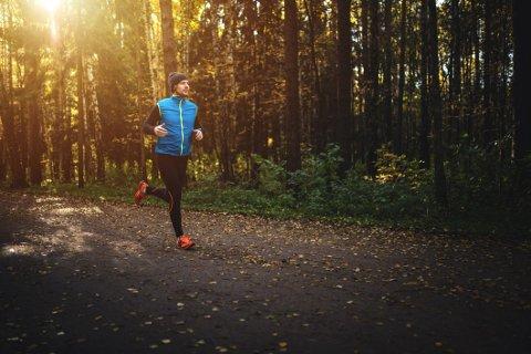 JOGGE I HØST: Slik kan du løpe ute uansett om det er sterk vind, regn eller varmt.