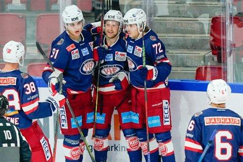 Vålerenga vendte til seier mot Frisk Asker. Axel Sundberg (t.v.) ble matchvinner. Foto: Fredrik Hagen / NTB