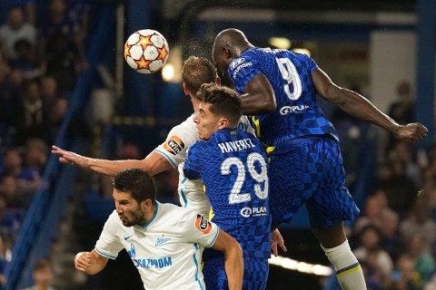 Hodesterk: Romelu Lukaku rager høyest og stanger inn 1-0 målet i Champions League-kampen mot Zenit tirsdag 14.september