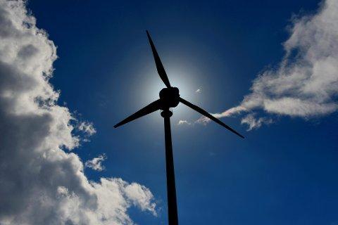 Statkraft selger et vindkraftverk i Skottland for 1,4 milliarder kroner. Turbinen på bildet er ikke fra vindparken som er solgt. Foto: Frank May / NTB