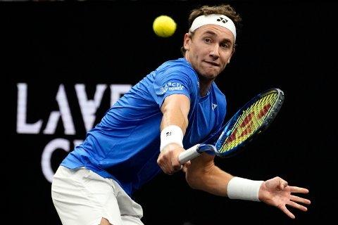 Casper Ruud i aksjon i Laver Cup. Nå skal han møte tidligere verdensener Andy Murray i San Diego Open. Foto: Elise Amendola / AP / NTB