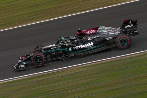 Lewis Hamilton har en stor jobb foran seg i søndagens hovedløp i Tyrkia Grand Prix. Foto: AP Photo / Francisco Seco / NTB.
