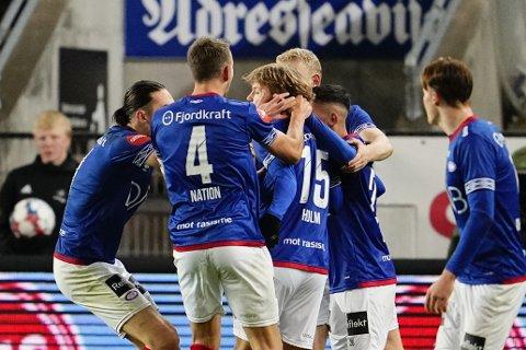 Odin Thiago Holm (nummer 15) scoret et praktmål i oppgjøret mot Rosenborg søndag. Foto: Ole Martin Wold / NTB