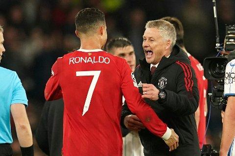 Ole Gunnar Solskjær jubler sammen med matchvinner Cristiano Ronaldo etter Manchester Uniteds snuoperasjon mot Atalanta. Foto: Dave Thompson, AP / NTB