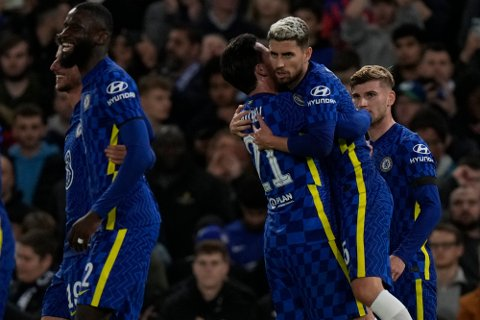 Jorginho scoret to straffemål i oppgjøret mot Malmö onsdag. Foto: Alastair Grant / AP / NTB