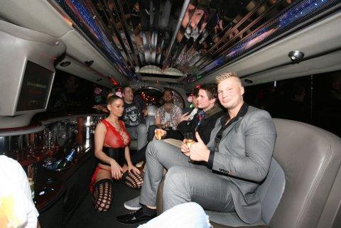 KLARE: En times show i Hummer-limousinen ventet gutta fredag kveld.