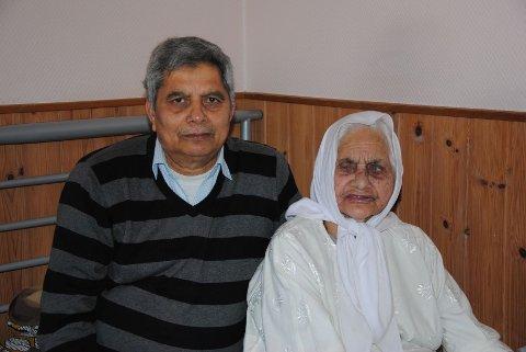 Said Begum kom til Norge som 87-åring. I dag feirer hun 100-årsdag. Her sammen med sønnen Bashir Ahmed.