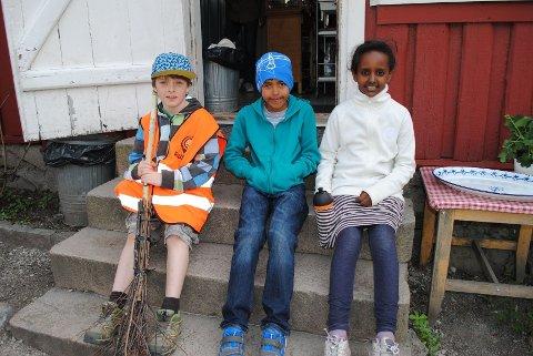 Enric, Jakob og Milka syns det er gøy med Rusken.