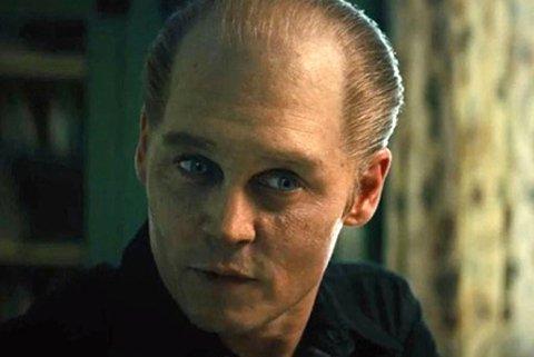 GANGSTER: Den store stjernen er nesten ugjenkjennelig som gangsteren Whitey Bulger i filmen «Black Mass».