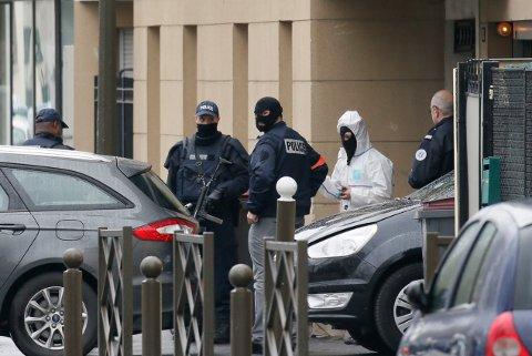 Fransk politi aksjonerer mot Krikets leilighet i Paris-forstaden Argenteuil i påsken.