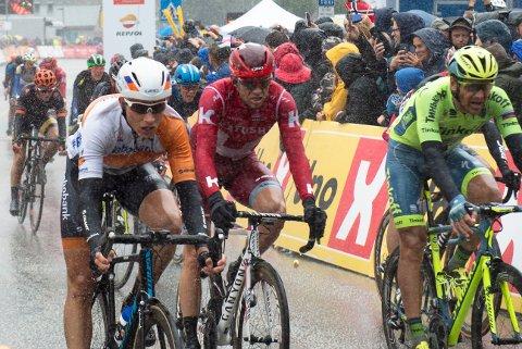 BOMMERT I BERGEN: Alexander Kristoff (rød drakt) var frustrert etter målgang på første etappe av Tour des Fjords.