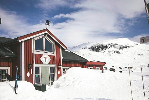 Én av gjestene ved DNT-hytta Fondsbu i Jotunheimen testet torsdag morgen positivt for covid-19. Rundt 40 hyttegjester er satt i karantene på hytta. Foto: Jasemin Folvik / DNT / NTB