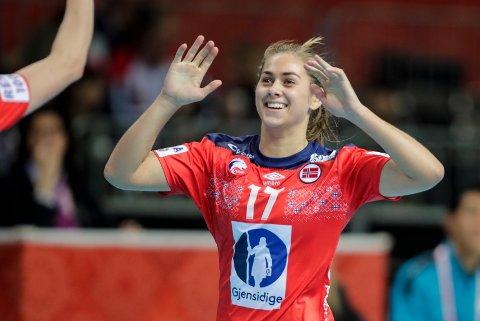 Helene Fauske scoret 17 mål på Herning-Ikasts to kvartfinalekamper mot Lada Togliatti i europaligaen i håndball. Her er hun i aksjon for Norges landslag. Foto: Vidar Ruud / NTB