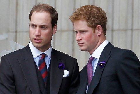 Det ryktes at brødrene skal bli separert under begravelsen for å forhindre drama mellom dem. (Photo by IAN KINGTON / AFP)