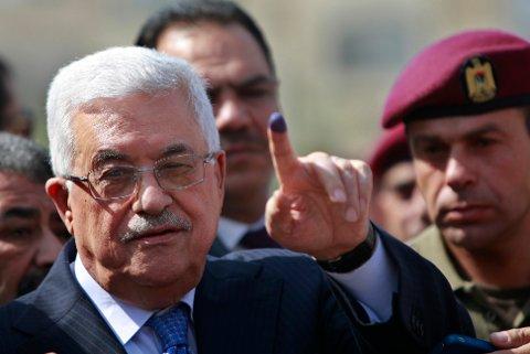 Palestinernes president Mahmoud Abbas ønsker angivelig å utsette det planlagte valget 22. mai, det første valget i de palestinske områdene siden 2006. Foto: AP / NTB