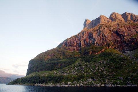 Fjellet Hornelen (860 moh.) på øya Bremangerlandet er ett av områdene som regjeringen vil skal bli nasjonalpark. Arkivfoto: Gorm Kallestad / NTB