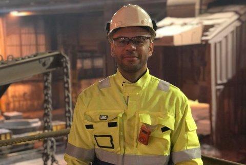 MYE PÅ GANG: Verksdirektør Fernando Ramos på smelteverket i Sauda kan glede seg over fulle ordrebøker. Han er ikke den eneste.