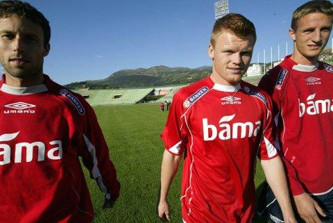 Ronny Johnsen (t.v.) tok knekken på John Arne Riise i trenerduellen lørdag. Foto: Tor Richardsen / NTB