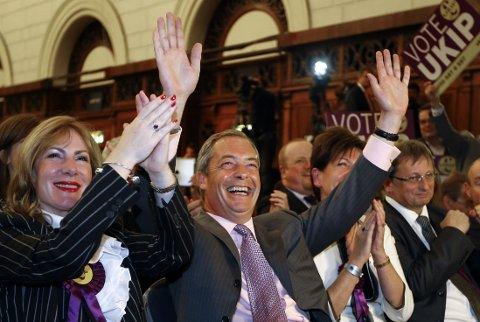 UKIPs leder Nigel Farage (bildet), som hadde lovet et politisk jordskjelv, kalte seieren et vannskille i britisk politikk som vil presse de andre partiene til en mer EU-skeptisk holdning.
