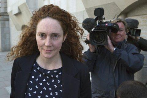 Rebekah Brooks er frikjent for telefonhackingen som tabloidavisen News of the World bedrev mens hun var redaktør for over ti år siden.