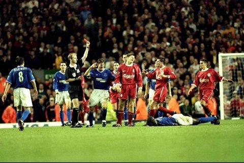 RØDT KORT: Steven Gerrard ble utvist allerede i sitt andre Merseyside-derby.