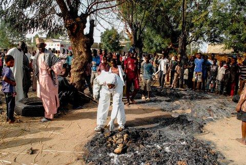 På dette stedet nær en bussholdeplass i Maiduguri sprengte fire kvinnelige selvmordsbombere seg i luften onsdag.