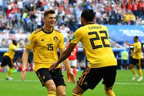 SCORING: Thomas Meunier jubler sammen med tilrettelegger Nacer Chadli etter den tidlige 1-0-scoringen mot England.