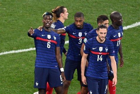 UTE AV EM: Paul Pogba, Adrien Rabiot og de andre franske spillerne røk mot Sveits.