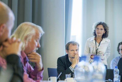 NRKs dekning av konflikten mellom Israel og palestinerne ble særskilt drøftet på møtet i Kringkasingsrådet. Fra høyre: Journalist i NRK, Sidsel Wold, Knut Magnus Berge og rådets leder Per Edgar Kokkvold.