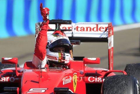 HEDRET AVDØD KOLLEGA: Sebastian Vettel gikk til topps i Ungarn Grand Prix på søndag, og hedret Jules Bianchi som døde forrige uke, etter et krasj under Japan Grand Prix i oktober i fjor.