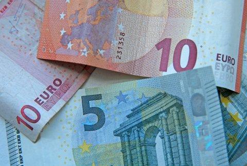 Nordmenn har store summer utenlandske kontanter liggende hjemme etter ferieturen ifølge Visa.