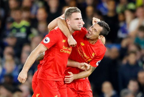 TOK PUSTEN FRA PUBLIKUM: Jordan Henderson scoret et praktfullt mål som endte opp med å senkte Chelsea i fredagens storkamp i Premier League.