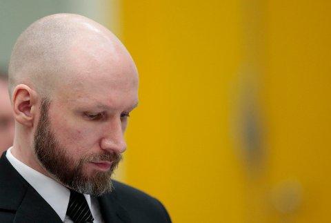 Anders Behring Breivik har saksøkt staten for brudd på menneskerettighetene på grunn av soningsforholdene. Ankesaken starter i Skien fengsel tirsdag.