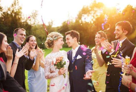 Hva er yay og hva er nay på klesfronten når du skal i bryllup? Og hva er forskjellen på de ulike kleskodene? Vi har spurt bryllupsekspert Kathrine Sørland.
