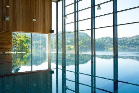 IDYLLISK: Rosfjord Strandhotel ligger på stranden i Lyngdal med gratis badeland og eksklusivt innendørsbasseng.