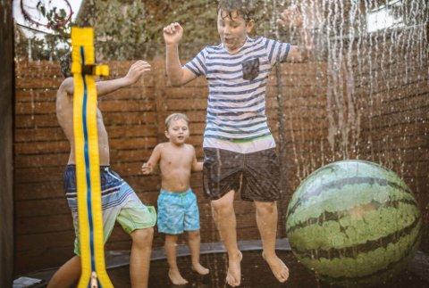 Vann + trampoline = ekstremt mye moro.