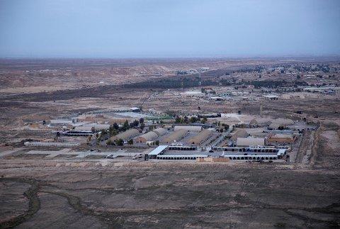 Angrepet mot Ain al-Asad-basen i Irak, der norske styrker oppholder seg, skjedde onsdag morgen. Dette er den samme basen som ble rammet av et iransk missilangrep i januar i fjor, som gjengjeldelse for USAs likvidering av en iransk general i Irak. Arkivfoto: AP / NTB scanpix