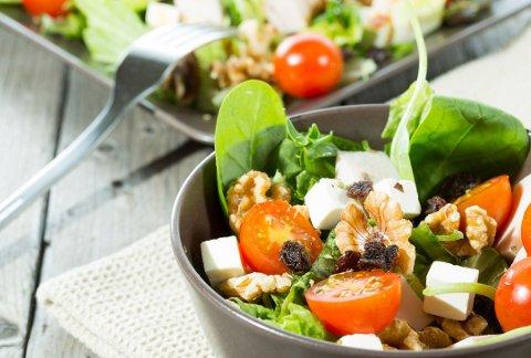 MIDDELHAVSDIETT inkluderer et kosthold med mye frukt og grønt, nøtter, olivenolje, belgfrukter og fisk.